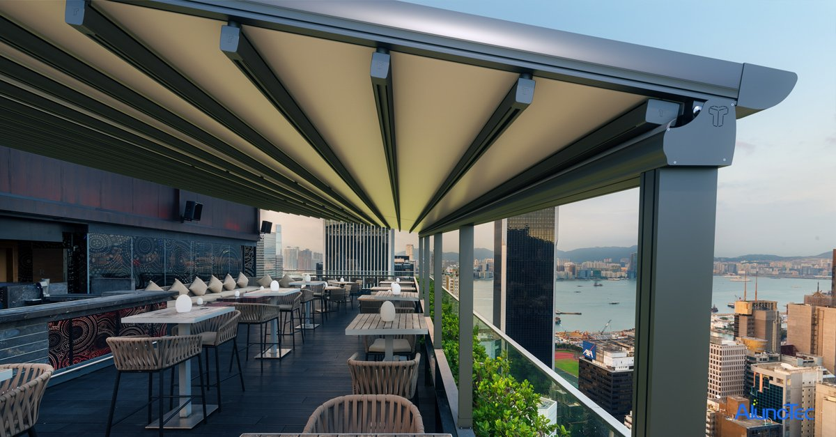Retractable Roof in Outdoor Restaurant
